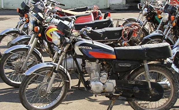 سارقان حرفه ای موتورسیکلت در تویسرکان دستگیر شدند