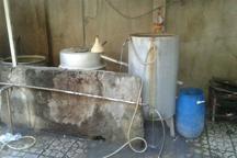 فرمانده انتظامی: کارگاه تولید عرقیات گیاهی غیرمجاز در همدان پلمب شد