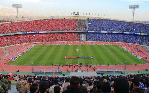 فیلمی از ورزشگاه آزادی ده دقیقه پیش از شروع دربی