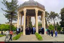 حافظ در قله فرهنگ و هنر و معرفت ایران  او منتقد و مصلح اجتماعی زمانه خود بود