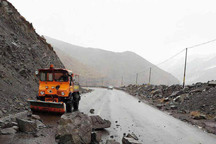 احتمال وقوع بهمن و ریزش کوه در جاده تهم - چورزق وجود دارد