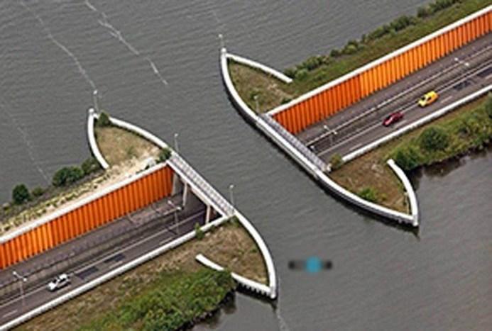 این پل شگفت انگیز از زیر آب می گذرد!+ فیلم