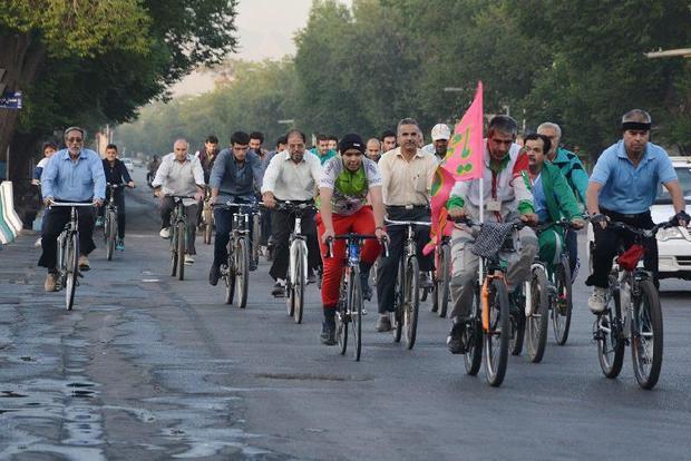 همایش دوچرخه سواری روز خبرنگار در یزد برگزار شد