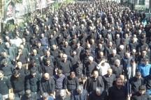 نماز ظهر عاشورا توسط عزاداران حسینی در بروجرد اقامه شد
