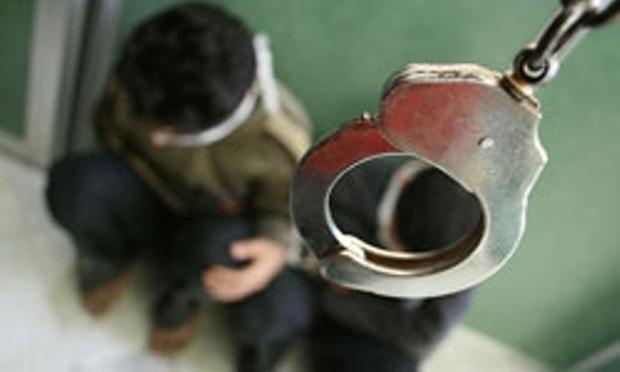 سارق لوازم داخلی خودرو در اسلامشهر دستگیر شد