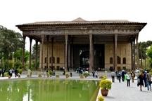 اتمام مرمت و نصب درب اصلی مجموعه جهانی کاخ چهلستون اصفهان