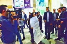 تجمع اعتراضآمیز جمعی از معارضین زمینهای تملک شده به نوبخت در پروژه راهآهن ارومیه
