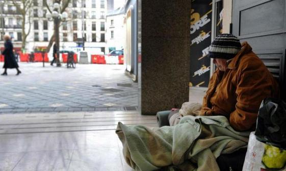 عکس/ خانم شهرداری که درهای شهرداری ها را به روی بی خانمان ها گشود