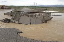 پل ارتباطی روستای سرخه ده ساوه در بارش های دیشب تخریب شد