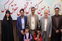 مدال صلح کودکان همدان بر گردن دوستداران کودک