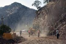 ریزش کوه در جاده پلدختر به خرم آباد و اندیمشک