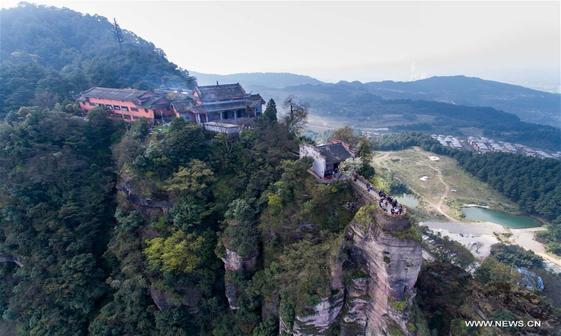 عکس/ معبدی بر یال کوه