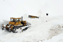 هفت بهمن سنگین در گردنه ژالانه سقوط کرد