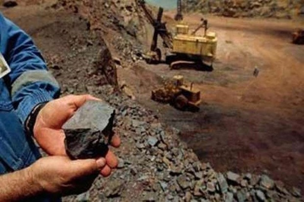 مهمترین کمربند معدنی فلزی کشور از اردستان عبور می کند