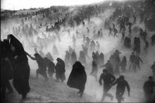 روایت عکاس عکس معروف مراسم تشییع امام از آن روز