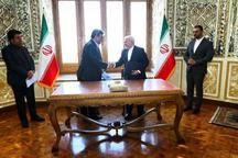 دیدار ظریف و حناچی/ تفاهمنامه مشترک امضا شد