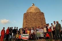 110 کوهنورد روزه دار به قله 'ایوب انصار' تکاب صعود کردند