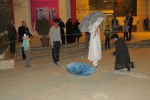 نمایش خیابانی چتر همزمان با نمایشگاه کتاب در قزوین اجرا شد