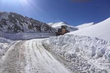 40 خود رو گرفتار در برف در محورپله زنگوله-بلده نجات یافت