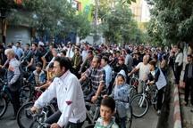 دوچرخه سواری قزوین در حال عبور از دست اندازها