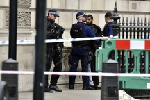 بازداشت مظنون تروریستی مقابل پارلمان بریتانیا+تصاویر