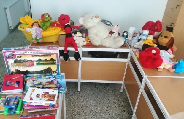 کتاب و اسباب بازی کودکان مهریزی به مناطق سیل زده ارسال شد