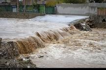 مردم از توقف در حاشیه رودخانه ها و مکان های سیل خیز اجتناب کنند