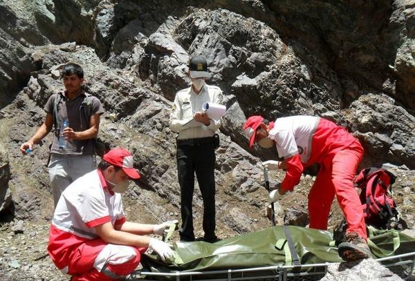 نجات یک کوهنورد در ارتفاعات تفتان