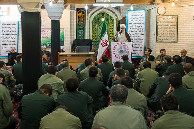بساط ظلم و جور با ورود امام خمینی (ره) به میهن برچیده شد