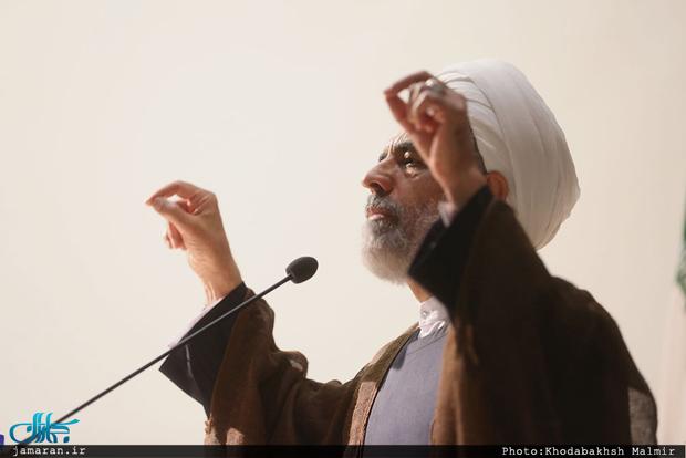 این افتخار نیست که گفته شود رهبری در ایران تنهاست