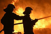 آتش نشانان کرج 4 گرفتار در آتش را نجات دادند