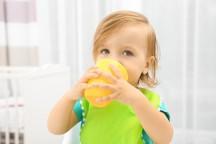خطرات مصرف آبمیوه برای کودکان زیر یکسال!