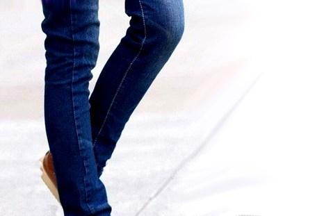 عوارض و مضرات پوشیدن لباسهای تنگ برای مردان و زنان