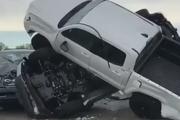 بلایی که طوفان بر سر خودروهای یک پارکینگ فروش آورد