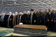 اقامه نماز رهبر معظم انقلاب بر پیکر آیت الله هاشمی رفسنجانی(ره)