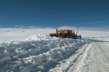 برف راه 50 روستای ورزقان را مسدود کرد