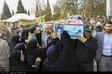 3 شهید دفاع مقدس بر دستان مردم شیراز تشییع شدند