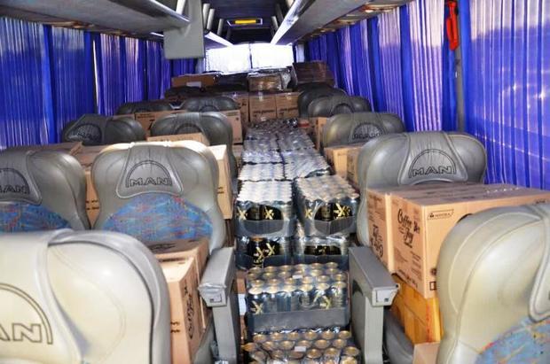 اتوبوس حامل کالای قاچاق در آبادان متوقف شد