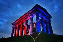 ادای احترام بناهای مشهور دنیا به قربانیان حمله منچستر + تصاویر