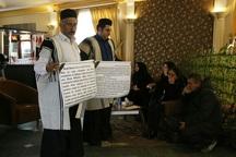 اهالی منطقه مشایخ با خانواده جانباختگان هواپیمای ترک دیدار کردند