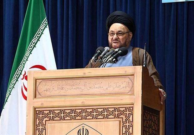 امام جمعه موقت اصفهان: علیه شورای نگهبان حرف بزنید در قیامت مجازات میشوید