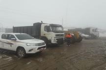 20 خودرو راهداری مشغول برف روبی جاده های تکاب هستند