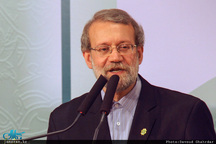 لاریجانی: ذهن جامعه را نباید با منفیگویی خسته کرد