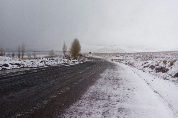 برف پاییزی ارتفاعات میاندوآب را سفیدپوش کرد