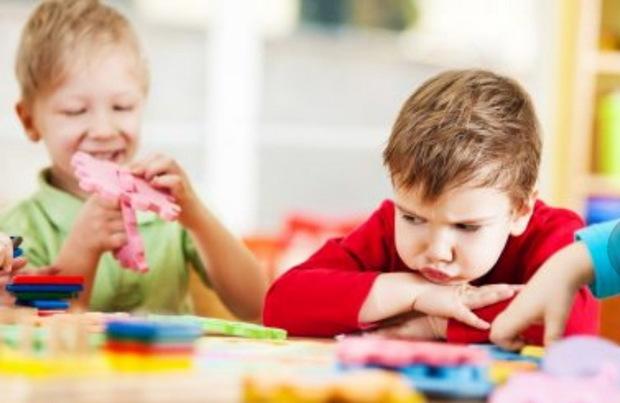 علایم اوتیسم از 18 ماهگی کودک قابل تشخیص است