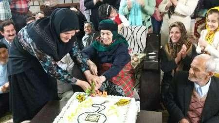 جشن تولد 90 سالگی مادربزرگ آملی با 93 فرزند و نوه