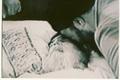 خاطرات آیت الله موسوی خوئینی ها از لحظات رحلت امام: واکنش آیت الله خامنه ای به طرح موضوع رهبری ایشان توسط آیت الله محمدی گیلانی، نظر آیت الله مومن در مورد شورای رهبری، شیون کردن کروبی، دعوت هاشمی به سکوت و واکنش حاج احمد آقا