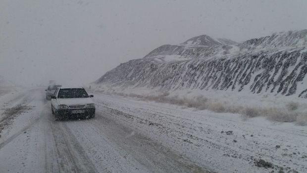 جاده های شمالی خراسان رضوی گرفتار برف و کولاک است