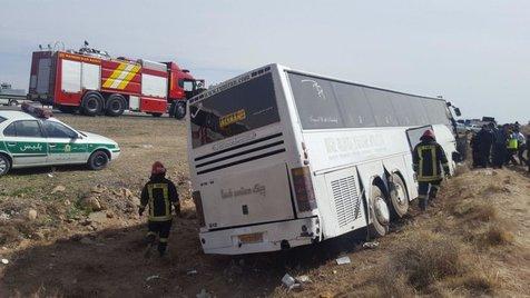 تخلف از سرعت مجاز و لغزندگی جاده عامل سرنگونی اتوبوس حامل دانش آموزان