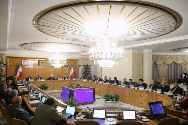 میزان پاداش پایان سال ۱۳۹۷ کارکنان دولت تعیین شد/ بررسی لایحه شفافیت آغاز شد